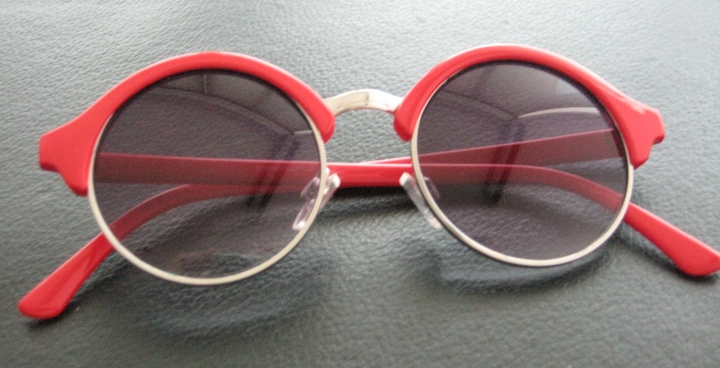 Red and round sunglasses