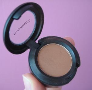 MAC Texture brown eyeshadow V's on Fleek Blogger Panama
