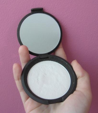 Becca Cosmetics Pearl highlighter V's on Fleek blogger Panama